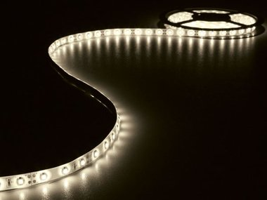 KIT MET FLEXIBELE LED-STRIP EN VOEDING - WARMWIT - 180 LEDS - 3 m - 12 VDC (LEDS14WW)