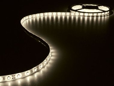 KIT MET FLEXIBELE LED-STRIP EN VOEDING - WARMWIT - 300 LEDS - 5 m - 12Vdc - ZONDER COATING (LEDS16WW)